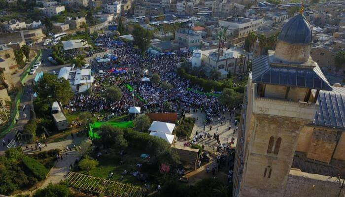 Crowds fill the streets of Hebron on Passover