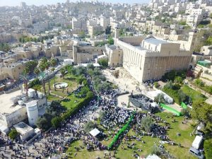 Aerial view of the Tomb of the Patriarchs and stream of visitors on Passover