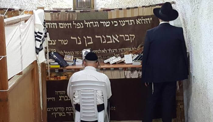 """(Photo: """"Tomb of Avner Ben Ner, Commander of the Army of Israel."""")"""